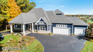 2500 Fairway Winds Court NE, Ada, MI 49301