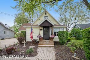109 Featherbone Avenue, Three Oaks, MI 49128