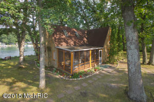 Uniquely intimate private island getaway in desirable Gull Lake.