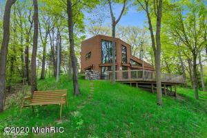47486 Blue Star Highway, Coloma, MI 49038