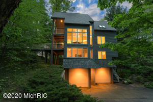 8265 Croswell Shore Trail, West Olive, MI 49460