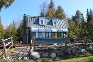 1551 W Pines Trail, Pointe Aux Pins, MI 49775