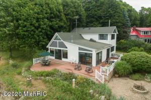 1124 Edgewater Terrace, South Haven, MI 49090