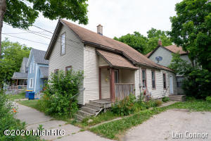 Come see this 3bd/1bath on the NW side of GR. Features new flooring and new hot water heater. This would make a great addition to your rental portfolio. See it before it is gone!