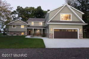 9517 Woodlawn Drive, Portage, MI 49002