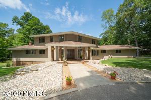 1415 White Oak Drive, Kalamazoo, MI 49008