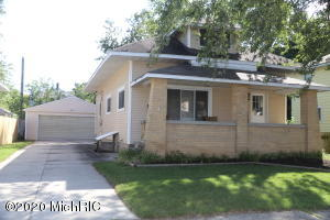 Well maintained home in the Wyoming Park area one block from the family friendly Lamar Park.Home has Four bedrooms and two full baths ,fenced back yard and is located on a cul-de-sac. Home is available to show from the hours of 10am. to 7pm. starting 9/16/2020.