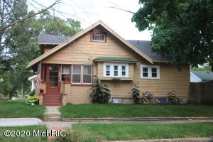 Quaint 3br 1 bath home  features 1 br in lower w egress window. 2 br on main. New window through  .Nice hardwood floors and  trim. Efficient and in central city close to Boston sq and Mullick Park.