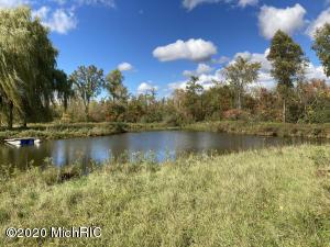 1 W Dickerson Lake Road, Greenville, MI 48838