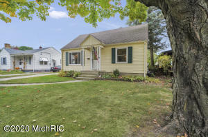 1104 Northlawn Street NE, Grand Rapids, MI 49505