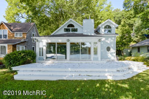 307 S Gull Lake Drive, Richland, MI 49083