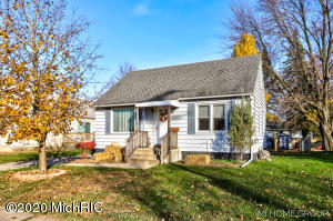 Offers due by Thursday, November 12th 7:00pm.This CHARMING 3 bedrooms and 2 1/2 bathrooms move-in ready home.  Open Concept with main floor master bedroom, dining, living area and kitchen.  Upstairs, you will find 2 bedrooms. Full basement that you could use for extra living space, play space or storage.  Backyard offers a great space to relax, play and entertain. Additional features: newer flooring complete throughout the home, 1 stall detached garage. Special Financing Incentives available on this property. This home is a ''MUST SEE!! Call to schedule your private showing today!