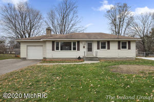 Great location on this Wyoming Ranch home! Located at the end of a quiet cul de sac off 44th st. Just minutes to Rivertown Mall, shopping and a few minutes from the 131 expressway. Everything you need is just minutes away. Walk in from the tile floor entry to the large living room with newer wood look flooring, picture window, and built in book shelves. Beautifully updated kitchen with quality cabinets, high definition counters and nice dining area. 3 bedrooms with hardwood floors and a beautifully remodeled bathroom with walk in shower. The lower level has a family room with distinctive brick fire place, 4th bedroom with egress window, full bathroom, laundry and lots of storage space. 1 stall attached garage, spacious fenced in back yard with a shed. All this for under $200,000! Any offers submitted after 5pm on Saturday will be presented the following Monday. Buyer to confirm all information is accurate.
