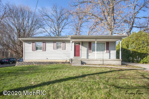Take a look at this charming, affordable house in Wyoming! It has been well maintained through out. This home makes it easy to travel anywhere in Grand Rapids for entertainment, shopping and more. Call today to setup your private walk through.