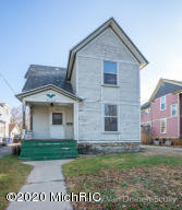 Looking for a project in one of the hottest area's of town?  This home is located in the cherry hill historic district and is walking distance to all of the hot spots.  Previously was used as a 2 family but is zoned as a single family.  3-4 bedrooms with 2 full baths plus a 2 stall detached garage.  Call to see today.  Seller is reviewing any and all offers Friday November 27th at noon.