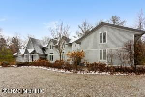 8926 W Warren Woods Road, Lakeside, MI 49116