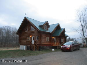 4646 S Darr Road, Scottville, MI 49454