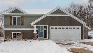 4554 Green Meadow Drive SE, Caledonia, MI 49316