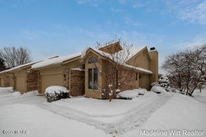 *Offer received, all offers due 2/11 at 6pm. Welcome to this spectacular end-unit Applewood Condominium. This condo is conveniently located near Knapps Corner for shopping, dining and more. The living room has dramatic cathedral ceilings with two skylights and a cozy gas fireplace. Main level master, office suite, and a 3 season room round out the first floor. The lower level features a lovely comfortable sized family room with a second gas fireplace. The 2nd bedroom suite also has a full bath and large walk in closet.  Attached 2 stall garage, private entry, 3 season room, walkout lower with daylight windows and additional area with wet bar, & tile flooring entry are just a few of the amenities to note. This one won't last long!