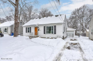 Great 3 bedroom 1 bathroom home! Nicely updated with a fresh and welcoming feel. A wonderful price point with lots to offer. Call for you showing before it's gone!Seller has directed Listing Agent/Broker to hold all offers until 2/22/2021 at 4pm.