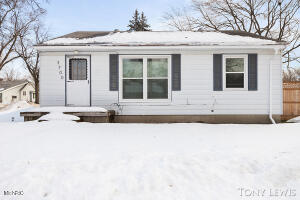Move in condition & shows great. Refinished hardwood floors, new windows 2018, updated bath, newer slider, newer plumbing, fascia, soffits, ft porch & gutters. Finished bsmt w/ sound proof room. All appliances included. Well for sprinkling. Note access home off oakcrest. Ft Door, drive on Oakcrest. Room desc: LR, DA, KIT, 2 BR, BA Dn: FR, BA, soundproof room. storage, mechanics, storage, laundry. TFLA estimated. Seller instructs broker to hold all offers until Monday 3/1 12pm.