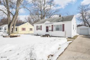 This is a nice  ranch style home in the city of Wyoming.  In the main floor offers a kitchen, dining area, laundry and 2 bedrooms and a full bath.It has a 2018 furnace and water heater. Fenced yard ,I detached garage,  Great location near Lamar park.Seller has directed listing agent to hold offers till 02/28 at 11am.