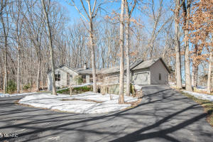 1615 Laraway Lake Drive SE, Grand Rapids, MI 49546