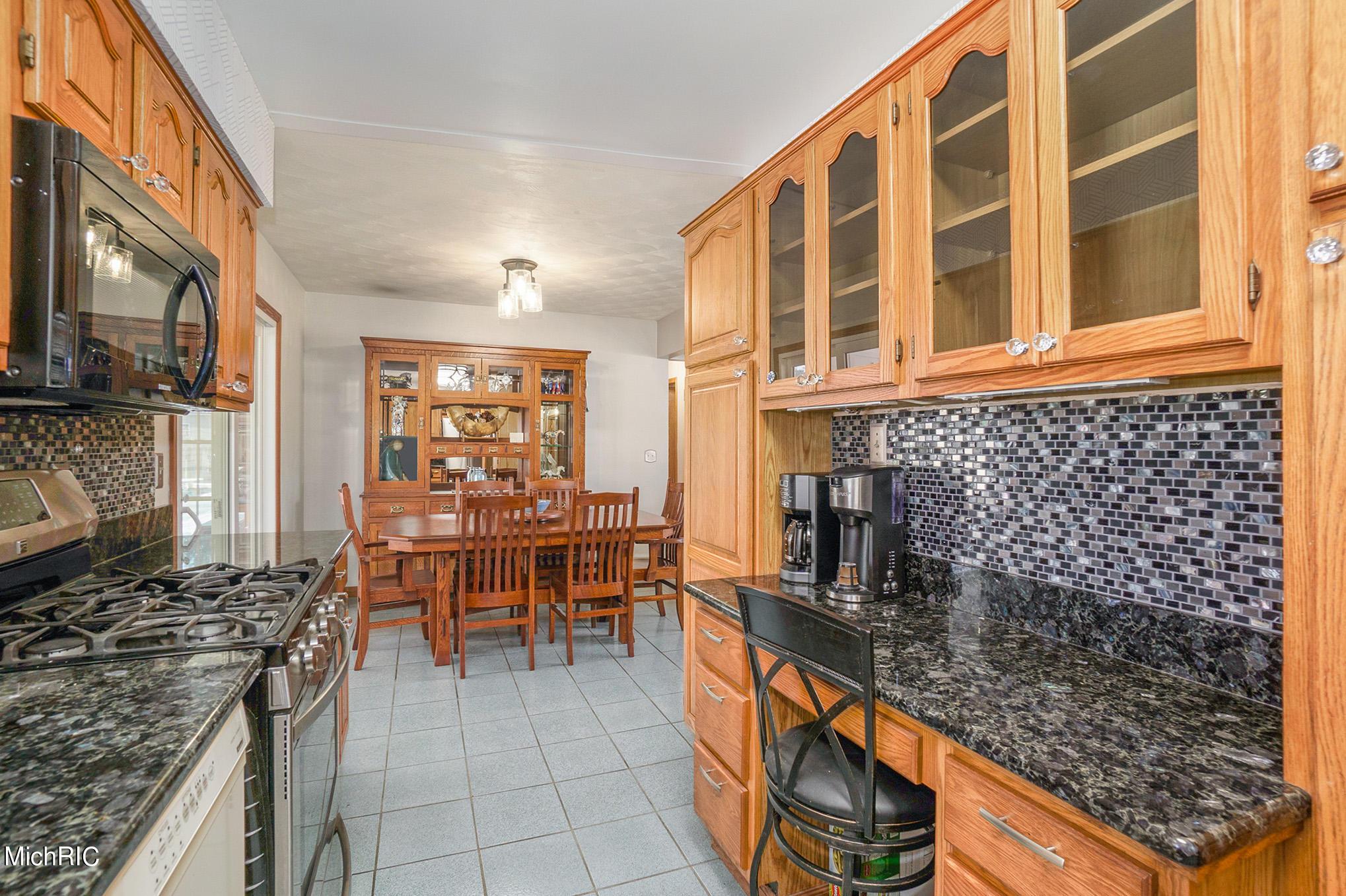Sold 10769 E De Avenue Richland Mi 49083 3 Beds 3 Full Baths 1 Half Bath 520 000 Sold Listing Mls 21006992
