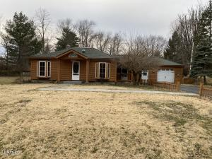 324 Michigan Avenue, Colon, MI 49040