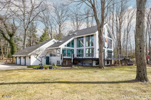 1726 Lake Michigan Drive, Fennville, MI 49408