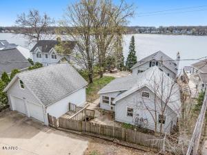 190 W Crooked Lake Drive, Kalamazoo, MI 49009
