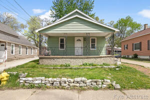 Welcome to 633 McKendrick. This home is looking for the new owner to put on the finishing touches. Great investment opportunity or starter home to gain some sweat equity. The main level features an open floor plan with a large living room and kitchen. Additionally, the main level features two bedrooms and a full bath. The lower level is complete with a 3/4 bath, large living space, and laundry area. Conveniently close to US131 Downtown Grand Rapids is only minutes away!