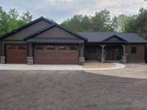 840 Buth Drive NE, Comstock Park, MI 49321
