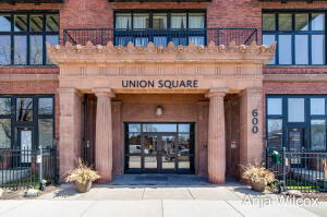 """Fabulous Penthouse Retreat at Union Square Condominiums! It's Cool to """"Go Back to School""""!"""