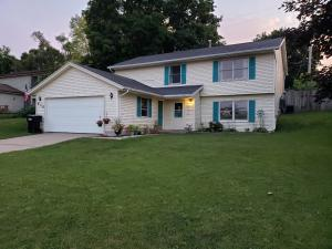 Walk into this over sized bi level in Grandville schools across from the Walker Community park. This 4 bedroom 2 full bath home is move in ready, new carpet in the lower level. Updated kitchen and bath, new paint new furnace and AC. in 2015. The fenced in backyard is great for entertaining. Come check this one out today ! Seller reserves the washer and dryer.