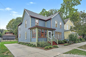 Stunning home in walking distance to Mercy Hospital