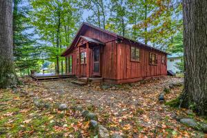 4551 Hunters Trail, Six Lakes, MI 48886