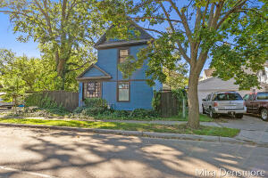 This private oasis is centered in the heart of the West Grand neighborhood. Just minutes from downtown, this well maintained 3 bedroom home offers tons of style and charm. Combining modern updates and original woodwork this home is filled with creativity and is read for you to become it's new owner! Please see agent remarks for details. Showings to begin at noon on Friday 10/22. All offers due at noon on Tuesday 10/26.
