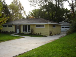 INVESTOR/REMODELER SPECIAL - Large ranch needs updating.  3 bedrooms, possible 4th or office/den. Large family room with deck off the rear. 2 stall garage with fenced yard.  Slightly northeast of Michigan/Medical mile.  Near grocery and service businesses at Leonard and Fuller.