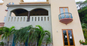 Villas 2C at Parrot Tree, Spacious Luxury - Marina, Roatan,