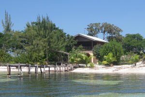 - Pine Point - West Shore, Chez David, Beachfront Home, Utila,