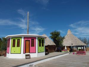 Beach: Bar,Restaurant,Hostel, Multi-faceted Utila Beach Biz, Utila,