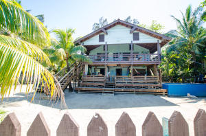 Casa Sol y Mar, Gibson Bight, Beachfront Living, Roatan,