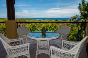 Pineapple Villas, Luxurious Condo 131, Roatan,