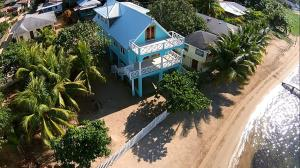 Home, East Sandy Bay Beach, Income Producing Beachfront, Roatan,