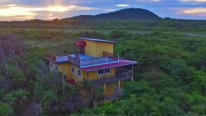 3 bed 2 bath Oceanview home, Casa Vista w Incredible Views, Utila,