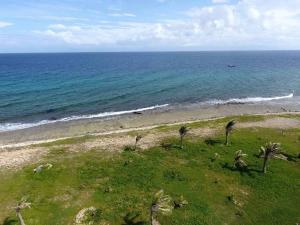 Near Tradewinds, Scarce Oceanfront-Dolphin Run, Utila,