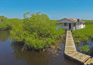 Breezy lagoon front house 3 bedrooms, 1 bath.