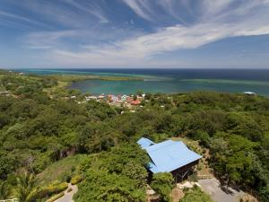 Bight Home, 0.60 Acres, Politilly, 2 Bedroom 2 Bath Ocean View, Roatan,
