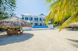 Lawson Rock, Luxury Beachfront Home at, Roatan,